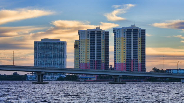 lee-county-florida-water-bridge-hotels-sky